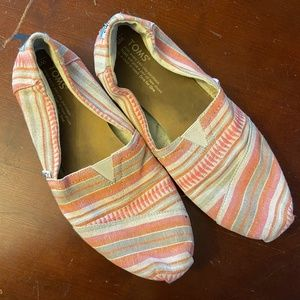 Toms Peach Shoes Size 9 wide